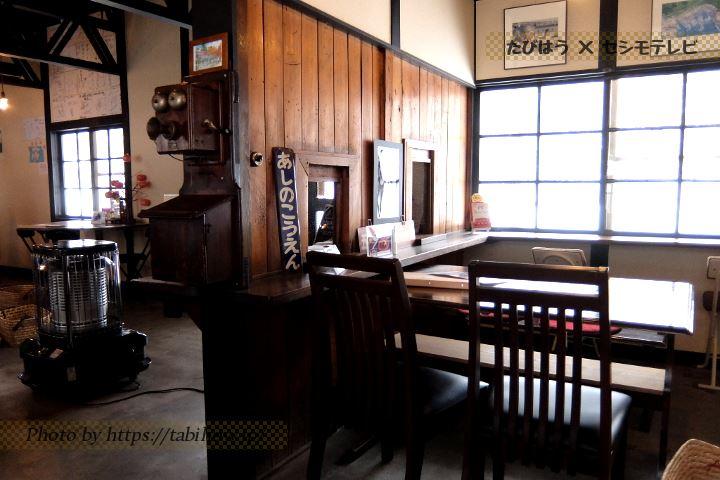 五所川原市のカフェ「赤い屋根の喫茶店 駅舎」
