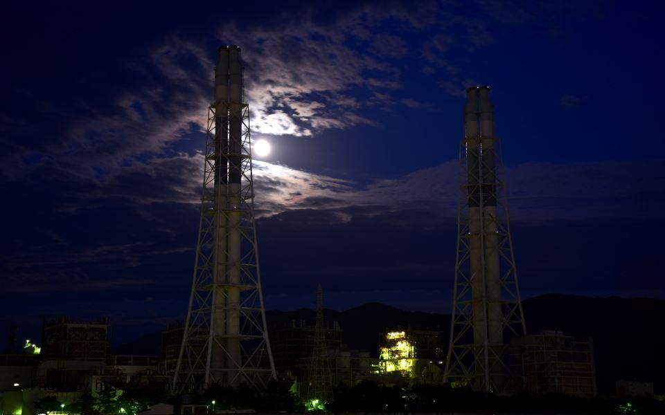 マリーナシティから関西電力を撮影
